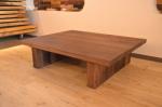 分厚いウォールナットテーブル