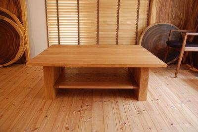 オーク棚板付きローテーブル