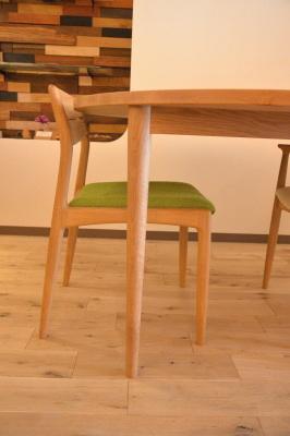 オーク円のテーブル