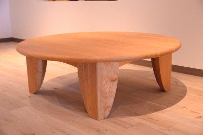 チェリー円のテーブル