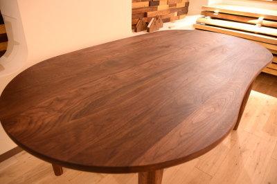 ウォールナット特殊形状テーブル
