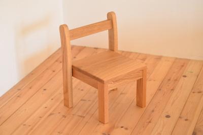 無垢のスタッキング子供椅子