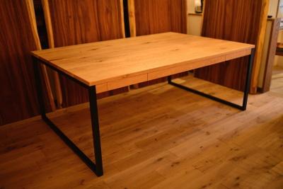 ホワイトオーク材アイアン脚テーブル