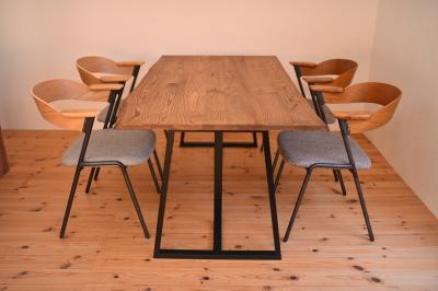 耳付き天板×アイアン脚テーブル02