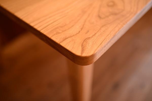 無垢オーダー家具・クリ傾斜脚テーブル