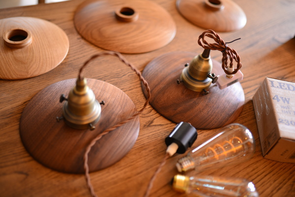 無垢オーダー家具・木の照明ウォールナット