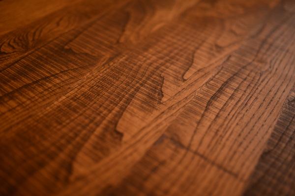 無垢×アイアン脚のインダストリアルテーブル