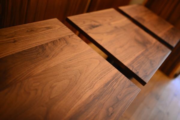 ウォールナットカフェテーブル